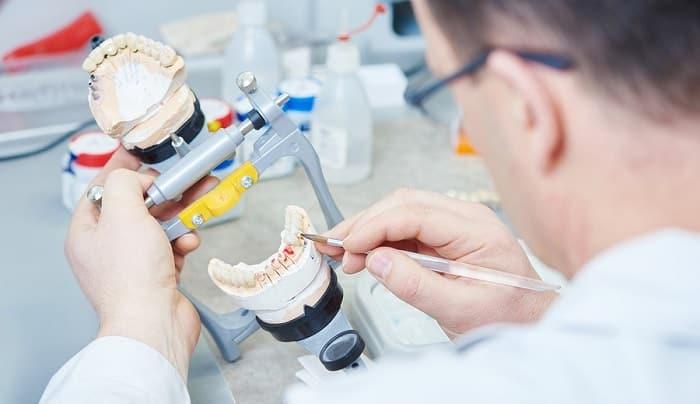 متخصص پروتز دندان چه کاری انجام میدهد؟